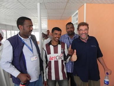 Il direttore Alberto Bortolan  con alcuni collaboratori sudanesi