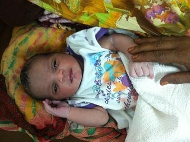 Uno degli ultimi neonati al centro di Um Shegera