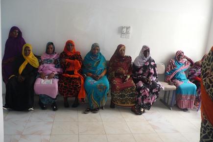 Donne in attesa di visita al Centro Materno Infantile di Um Shegera
