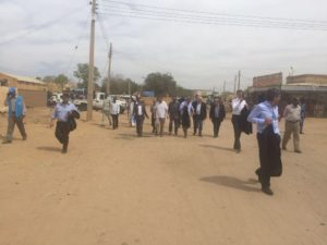 La delegazione in visita al campo
