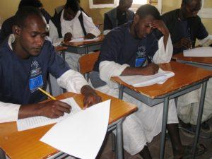 I volontari alle prese con la prova finale del corso