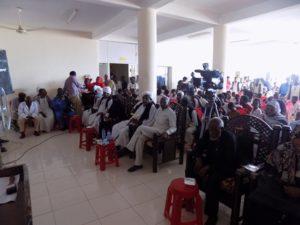 i participanti nel evento, con il ministero di salute dello stato, e i primi beneficari nella communita'